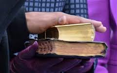 Lincoln Bible and king Bible as Barack Obama takes Oath (http://www.theyeshivaworld.com)